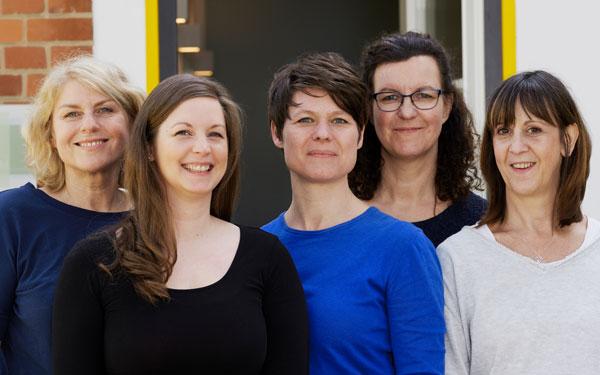 Die Physiotherapeutinnen der Praxis in der Waldsiedlung Zehlendorf